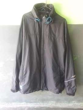 Jaket outdoor merk Descente