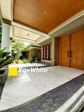 Rumah Mewah Dijual di Kebayoran Baru, Siap Huni, Private Pool, 4 BR