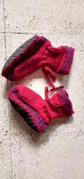 Sepatu baby rajut
