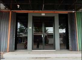 RUKO 2 lantai bekas kantor, kawasan ramai dn pertokoaan jalan lebar