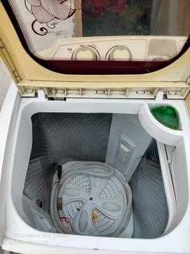 Havells Lloyd 7.8 KG semi automatic good condition
