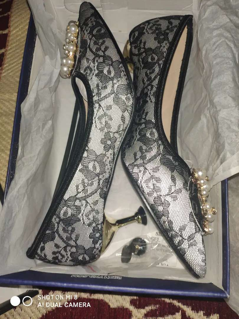 Insignia court shoes 0