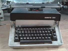 English Typewriter Remington2000 in Excellent condition