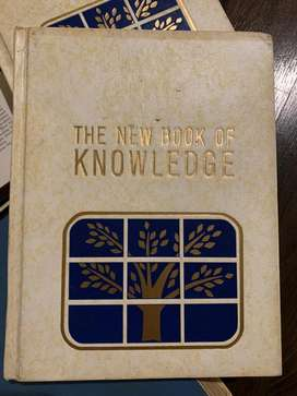 >> FOR SALE <<  The New Book Of Knowledge. GROLIER. Encyclopedia.