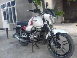 Bajaj vikrant 150 cc white colour self start with back seat cover