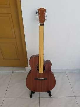 Gitar akustik rhall