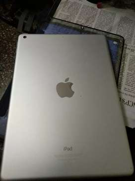 Apple iPad 32 GB 9.7 inch wifi only  5th generation, silver colour