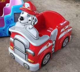 Mainan anak kereta binatang