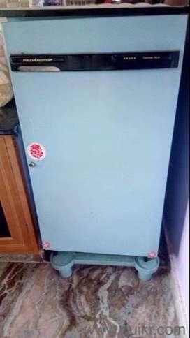 Refrigerator single door