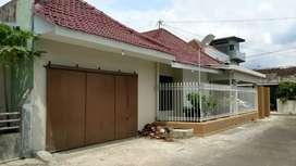 rumah cantik luas 240m2 di lingkungan perumahan BBD