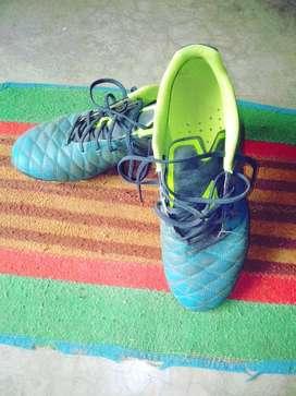 Sports equipment kipsta football shoes