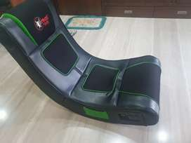 Gaming seat with speakers