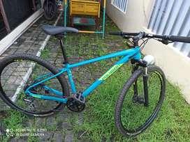 Sepeda Hybrid Polygon Heist X2 mulus 90%