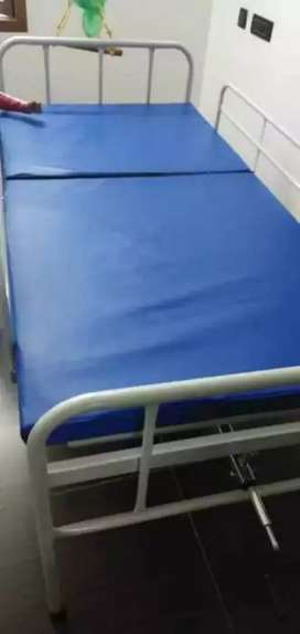 Hospital cot or bed