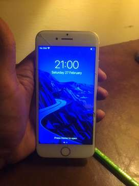 Iphone 7 32 GB CRACKED SCREEN WORKING PROPERLY