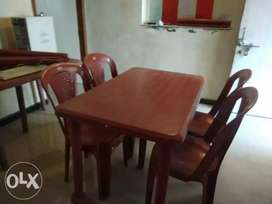 plastic dianing table with 4 chair