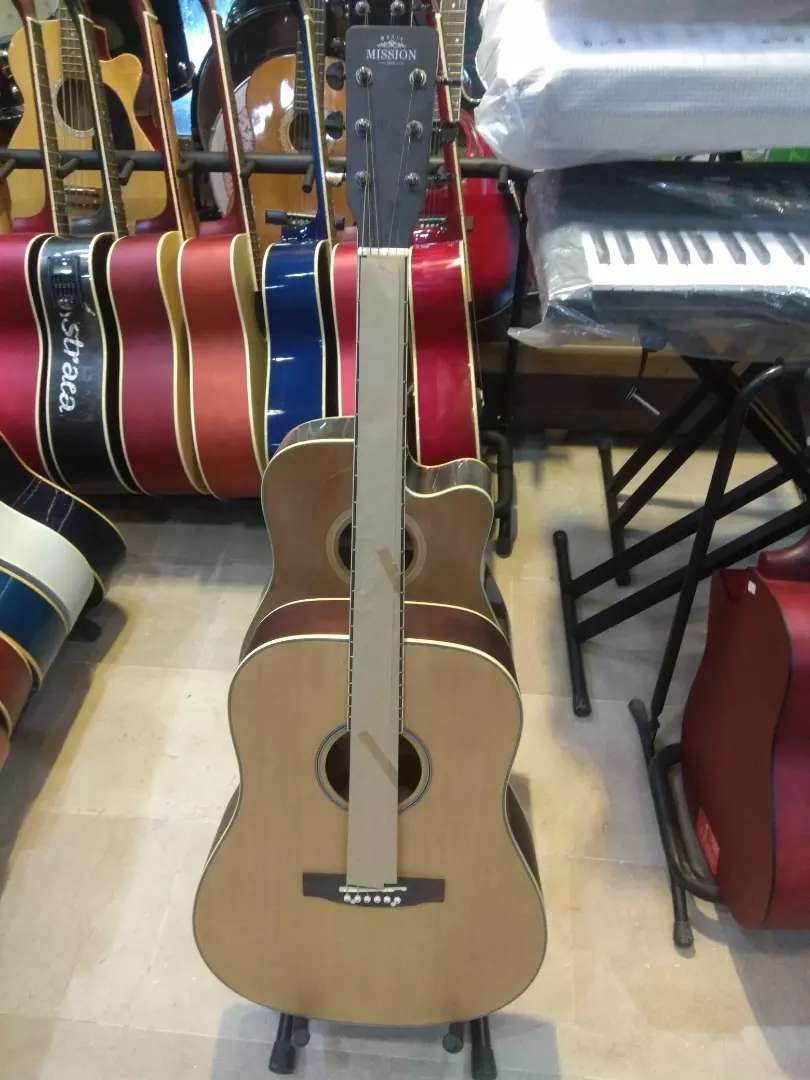 High quality acoustics and semi acoustic guitars 0