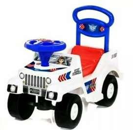Mainan mobil polisi