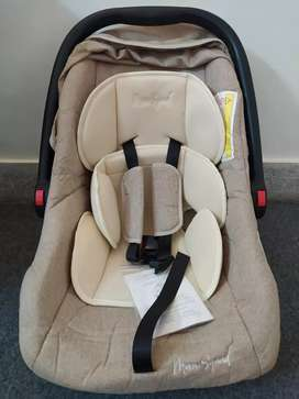 Mom Squad carry cot/car seat