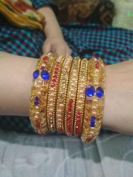 It's a beautiful bangles set in less price