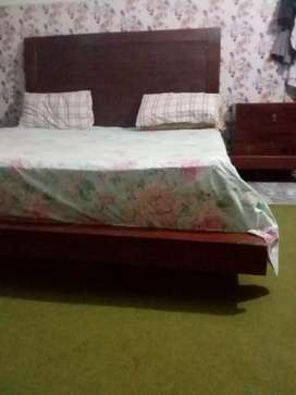 Low profile double bed set
