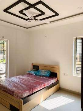 2 bhk semi furnishd branded flat near thondayad