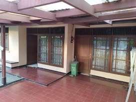 Dijual rumah komplek Antapani, Bangunan masih KOKOH 1,1M Nego LT 132m