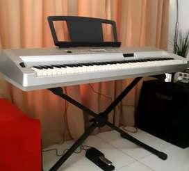 YAMAHA DGX 300 Grand Portable Piano Keyboard 76 Keys