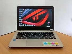 Laptop segel mesin ori blm pernah servis ASUS