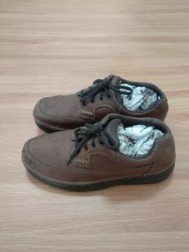 Sepatu casual Bass kulit asli