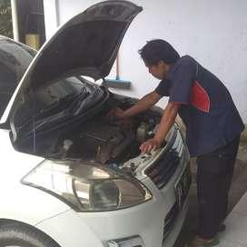 Mekanik mobil siap ke rumah