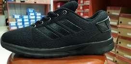 Sepatu adidas hitam polos