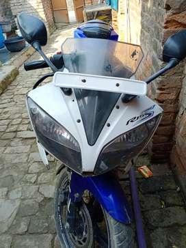 Yamaha bike R15 v2