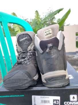 Sepatu gunung Consina Mustang ukuran 43