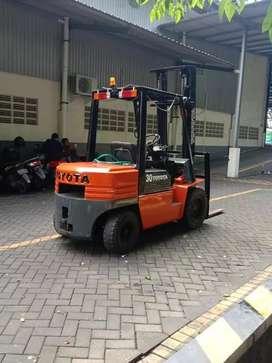 Forklift Toyota 3 ton 2001