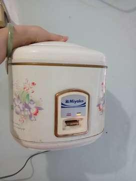 Rice cooker miyako 1,8L BEKAS