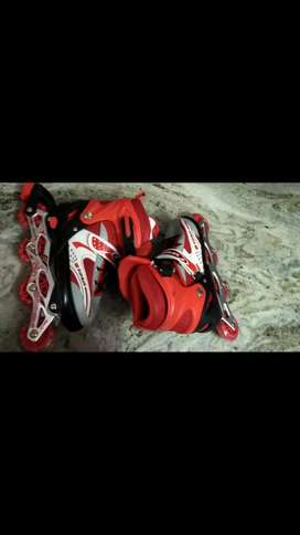 Adjustable Inline Skate shoes for all ages. Protection kit is free.