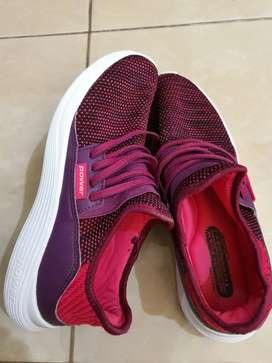 Preloved Sepatu kets Walk On by.POWER Size US 8