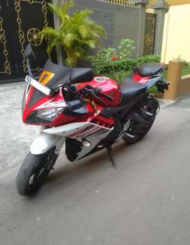 Sell Yamaha YZF R15 v2 brand new showroom condition