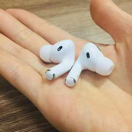 Airpods pro and airpods 2
