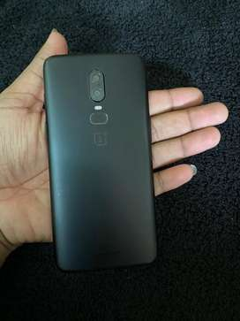 One plus 6 8gb 128gb with charger
