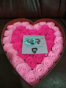 Box love bunga boneka