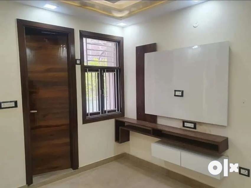 1 bhk flat Mohan garden free hold property.
