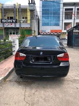 BMW 320i E90 hitam pemakaian sendiri terawat dalam garasi aja