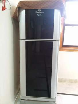 DAWLANCE BRAND NEW REFRIGERATOR IN VERY GOOD CONDITION 10/10