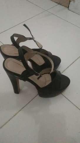 Sepatu hills 15 cm