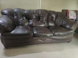 1 sofa set of 5 seater available with center table