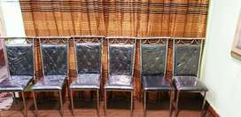 6 chairs with round tabel