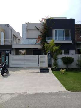 10 Marla Extra Lush Brand New House in Paragon City Lahore