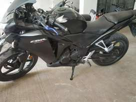 Black CBR 250r best condition with adjustable genuine buyers contact